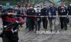 In Picture: Kunjungan Menparekraf di Kawasan Wisata Pantai Serang Blitar
