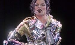 Kantong Infus yang Digunakan Michael Jackson Dilelang