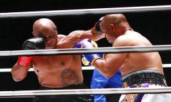 Duel Imbang di Staples Center, Tyson dan Jones Ingin <em>Rematch</em>