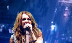 Miley Cyrus Garap Album <em>Cover</em> Metallica