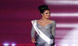 Bantu Atasi Covid-19 Miss England Kembali Jadi Dokter