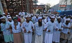 Puluhan Ribu Muslim Bangladesh Turun Ke Jalan