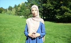 Selain Diludahi, Muslimah Austria Ditarik Jilbabnya