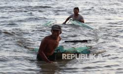 Perahu Dihantam Gelombang, Beruntung Dua Ini Nelayan Selamat