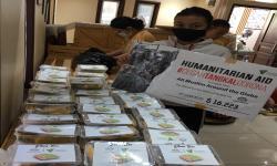 Pada Ahad (24/5), relawan Dompet Dhuafa (DD) mendatangi sejumlah Rumah Sakit, seperti RSUD Kota Tangerang Selatan, RSUD Tangerang, RSUD Pasar Minggu, RS PMI Bogor, dan RS Islam Cempaka Putih, dengan membawa sejumlah 100 paket ketupat lebaran bagi 5 Rumah Sakit tersebut.