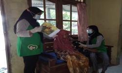 Kader Ramah Lansia Rumah Zakat Periksa Warga <em>Door to Door</em>