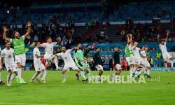 Para pemain Italia merayakan kemenangan atas Belgia pada laga perempat final kejuaraan sepak bola Euro 2020 di Allianz Arena di Muenchen, Jerman, Sabtu (3/7) dini hari WIB.