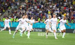 Para pemain Swiss merayakan berakhirnya pertandingan babak 16 besar Piala Eropa 2020 antara Prancis dan Swiss di stadion National Arena, di Bucharest, Rumania, Selasa (29/6) dini hari WIB.