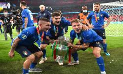 Para pemain Timnas Italia merayakan kemenangan Piala Euro 2020.