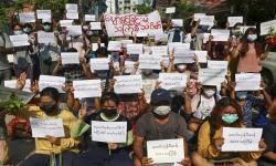 Jalan Dicat Merah, Demonstran Hormati Pendemo yang Gugur