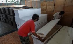 150 Peti Jenazah akan Diserahkan IKA Unair ke RS di Jatim