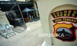 In Picture: Pintu Penjagaan Polres Brebes Ditabrak OTK