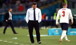 Pelatih kepala Ukraina Andriy Shevchenko (tengah) bereaksi selama pertandingan perempat final UEFA EURO 2020 antara Ukraina dan Inggris di Roma, Italia, 03 Juli 2021.