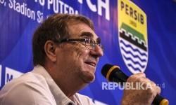 Robert Rene Alberts Ingin Pensiun di Persib Bandung