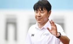 Kemenpora Siap Bantu Kendala Kedatangan Shin Tae-yong