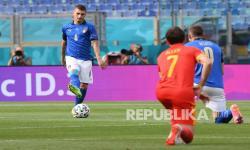 Pemain Italia Marco Verratti menguasai bola saat melawan Wales pada penyisihan grup Euro 2020.