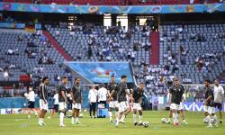 Pemain Jerman melakukan pemanasan untuk pertandingan sepak bola babak penyisihan grup F UEFA EURO 2020 antara Prancis dan Jerman di Munich, Jerman, 15 Juni 2021.