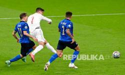 Pemain Spanyol Alvaro Morata, kiri ke-2, mencetak gol pertama timnya saat pertandingan semifinal Euro 2020 antara Italia dan Spanyol di stadion Wembley di London, Rabu (7/7) dini hari WIB.