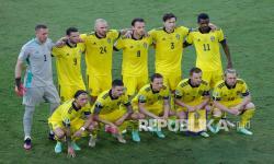 Pemain timnas Swedia berpose untuk foto tim sebelum pertandingan Grup E Euro 2020 antara Spanyol dan Swedia, di Stadion La Cartuja di Seville, Spanyol, Selasa (15/6) dini hari WIB.