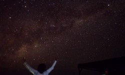 LapanDugaDentuman di Langit Balidari Meteor Jatuh
