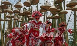 In Picture: Pagelaran Tari dan Fashiion di Objek Wisata Bogor