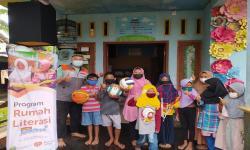 Rumah Literasi Rumah Zakat Salurkan Sarana Bermain Anak