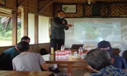 Penyuluhan Herbal dari FMIPA Unisba Ke Petani Nanas Subang