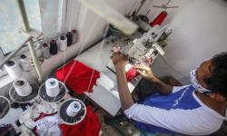 Penjahit Pakaian di Gorontalo Beralih Produksi Masker