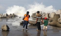 BMKG Imbau Masyarakat Pesisir Waspadai Gelombang Tinggi