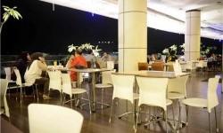 Malaysia Batasi Jam Buka Toko dan Restoran