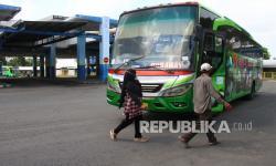 In Picture:  Suasana Terminal Malang Saat Pemberlakuan Larangan Mudik