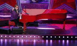 Cedera Pinggul, Elton John Tunda Tur Eropa