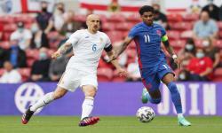 Penyerang timnas Inggris Marcus Rashford (kanan) dalam pertandingan melawan Rumania.
