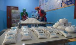 In Picture: Menengok UKM Rumah Garam Beryodium Binaan BUMN di Aceh