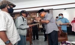 Penarik Becak dan Kusir Delman di Sukabumi Terima Bantuan