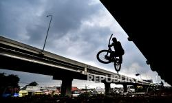 In Picture: Lintasan Sepeda di Kolong Jalan Tol