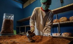 Pemkot Batam Dorong Industri Pengolahan Kelapa
