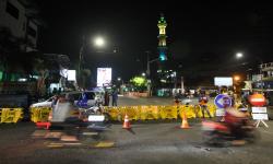Jalan Rungkut Menanggal Ditutup demi Cegah Covid-19