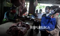 Pengunjung Pasar 16 Ilir Palembang Masih Abaikan Prokes