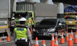 900 Kendaraan Putar Balik di Penyekatan Tol Cikarang
