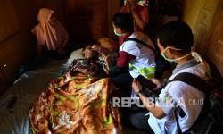 In Picture: Pemeriksaan Kesehatan Korban Gempa di Lumajang
