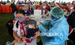 In Picture:  Serbuan Vaksinasi Covid-19 di Surabaya