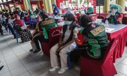 In Picture: Vaksinasi Covid-19 Massal di Kalteng