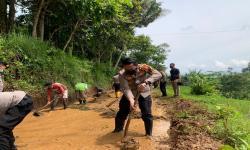 Akses Tertutup Longsor di Tasikmalaya Mulai Dapat Dilewati