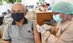 Garut Tunda Vaksinasi Lansia Hingga Ramadhan Usai