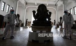In Picture: Penyemprotan Cairan Disinfektan di Museum Nasional