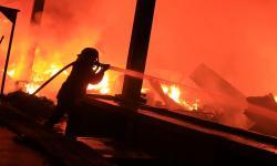Sebanyak 10 Los di Pasar Campalagian Polman Terbakar