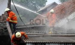Jalan Lethen Suprapto Sempat Ditutup 1 Jam Karena Kebakaran
