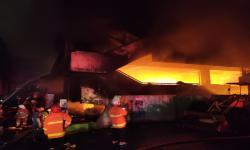 Pasar Minggu Terbakar, 26 Unit Mobil Pemadam Dikerahkan