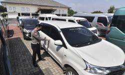 Polres Sukabumi Tahan Puluhan Taksi dan <em>Travel</em> Gelap